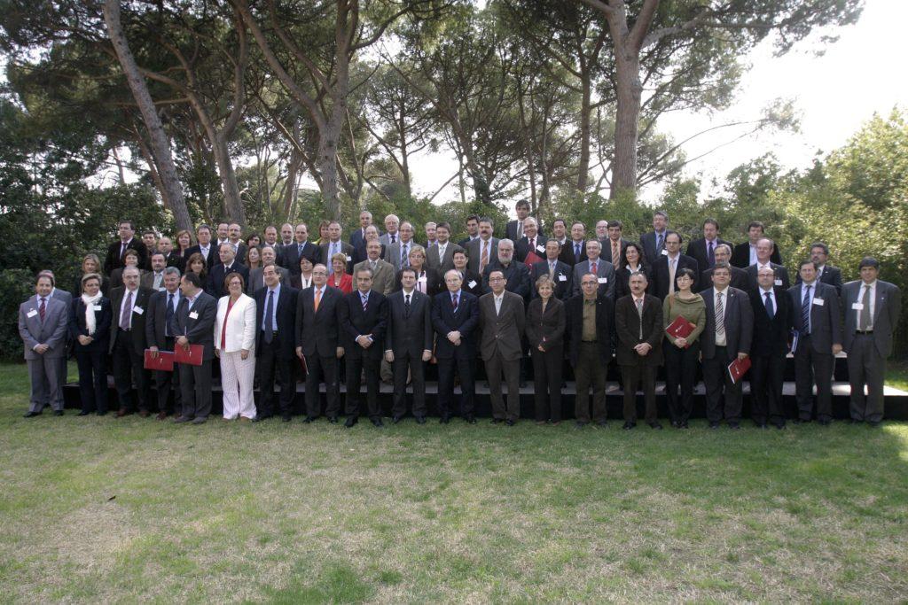 Foto de família del XI Consell General del Pacte Industrial amb els representants de les entitats membres