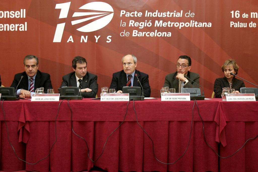 De izquierda a derecha: Celestino Corbacho, Jordi Hereu, Josep Montilla, Dídac Pestaña y Maravillas Rojo