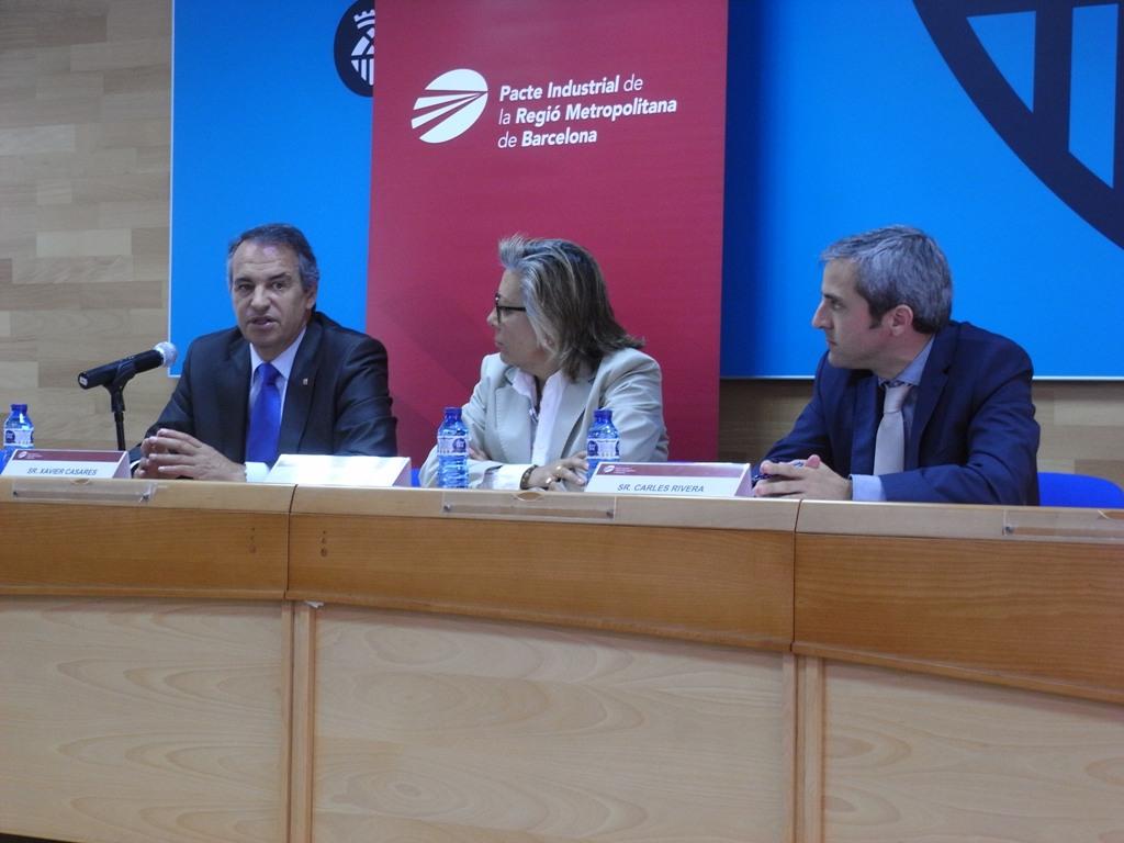 D'esq. a dta.: Xavier Casares, president del Consell Català de Formació Professional; M. Rosa Fiol, presidenta de la Comissió de Formació del Pacte Industrial, i Carles Rivera, coordinador gerent del Pacte Industrial