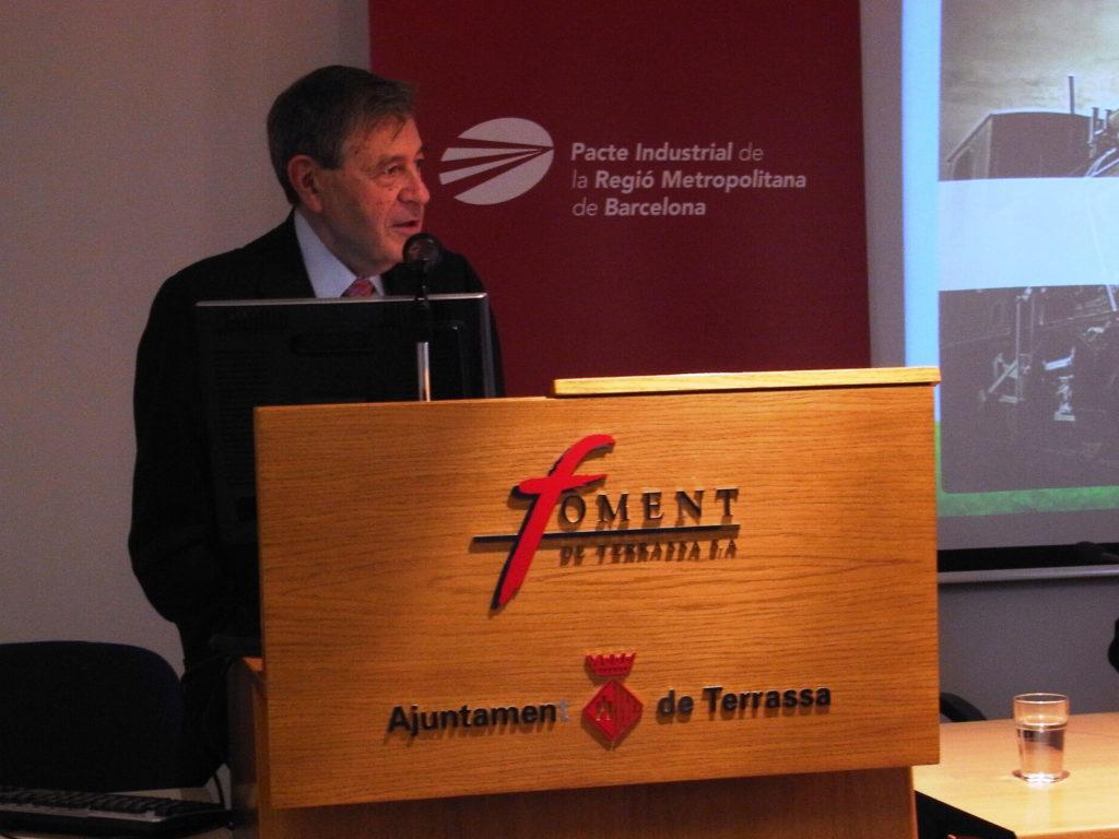 """El professor d'IESE Business School Pedro Nueno en un moment de la conferència que ha pronunciat amb el títol """"El sector de l'automòbil i el futur de la indústria a la Regió Metropolitana de Barcelona"""""""