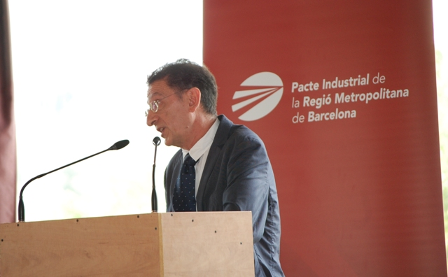"""Professor Mikel Navarro during the conference when he talked about """"Strategy, Industry and Local Economic Development"""""""