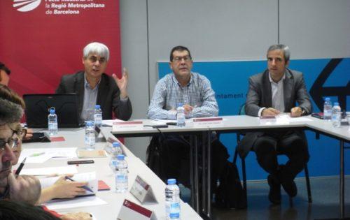 D'esq. a dta.: Ignasi Ragàs, autor del paper; Juan José Casado, president de la Comissió de Mobilitat del Pacte Industrial, i Carles Rivera, coordinador gerent del Pacte Industrial