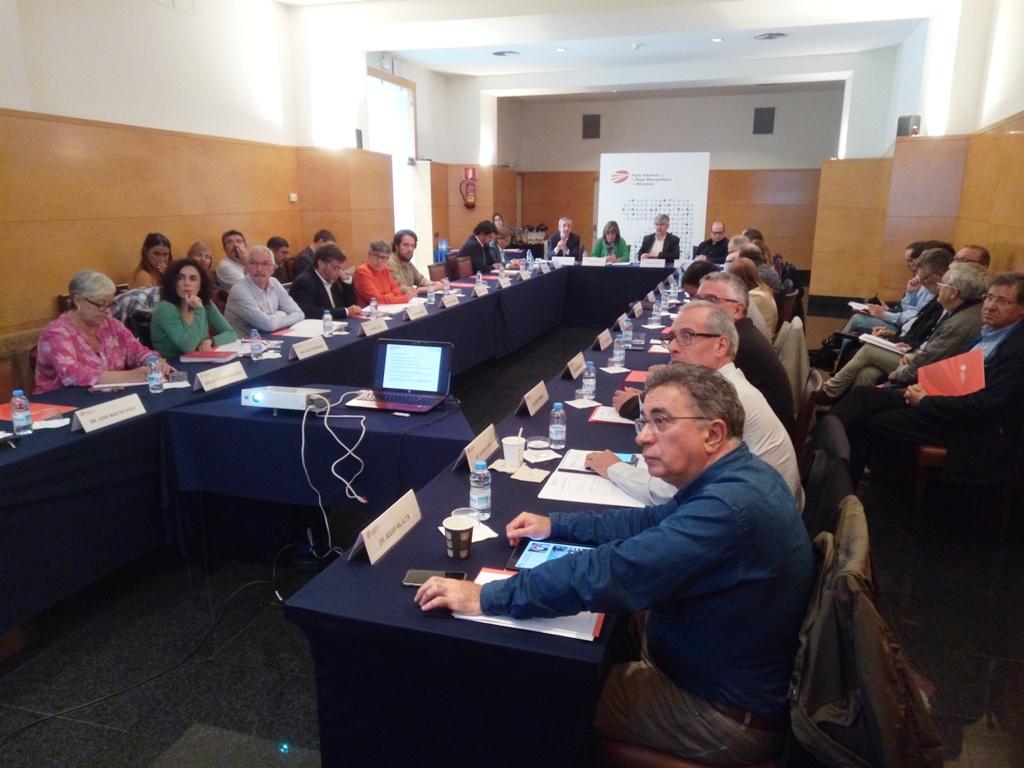 Los asistentes a la reunión durante el repaso a las actividades de la asociación.